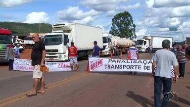 Caminhoneiros fazem protestos em várias rodovias do Tocantins - Caminhoneiros fazem protestos em várias rodovias do Tocantins