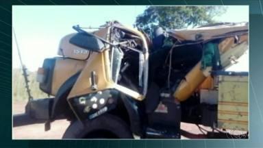 Três pessoas morrem após caminhão tombar próximo de Talismã, sul do Tocantins - Três pessoas morrem após caminhão tombar próximo de Talismã, sul do Tocantins