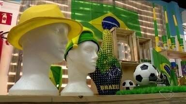Comerciantes do ES apostam em crescimento das vendas durante a Copa do Mundo - Artigos em verde e amarelo já estão tomando conta do comércio.