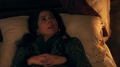 Lucrécia divide a cama com Rodolfo - Todos se assustam com um rato na casa. Rodolfo sugere que os dois durmam juntos, mas ela continua apenas dividindo a cama com o ex-marido