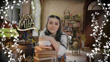 Estudos - É véspera de prova e Mila está com mil livros para ler, poções pra anotar e palavras mágicas pra decorar. Ela conta que não quer distrações pois tem três magias para treinar. Tomara que Mila tire 10!