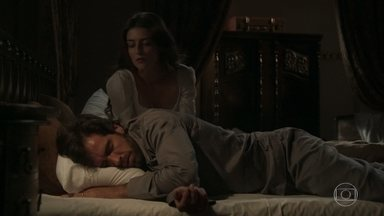 Cecília conversa com Rômulo - Ela diz que se sente muito mal na casa