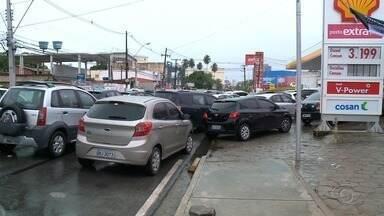 Preço da gasolina em Maceió deve sofrer reajuste - Muitos motoristas fizeram filas nos postos da capital que ainda tinham combustível.