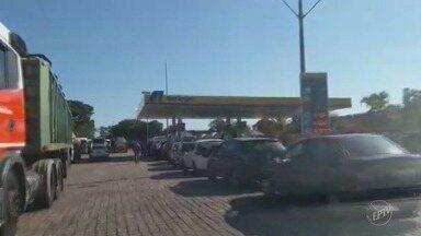 Manifestação de caminhoneiros continua em estradas das regiões de Campinas e Piracicaba - Há protestos nas rodovias que ligam Piracicaba (SP) a Rio Claro (SP) e a São Pedro (SP); na Rodovia Zeferino Vaz, em Paulínia (SP); e na Anhanguera, em Limeira (SP).