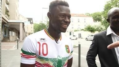 'Homem-aranha' que salvou criança diz que sentiu 'enorme coragem' - Mamoudou tem 22 anos e nasceu em Mali, no oeste da África. Na semana passada, ele escalou um prédio e resgatou uma criança pendurada.