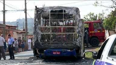 Número de ônibus incendiados e vandalizados em Minas Gerais sobe para 39 - O clima é de insegurança em 16 cidades do estado. Ainda não se sabe a causa dos ataques.