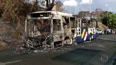 Polícia investiga se ataques a ônibus em Minas Gerais partiram de facção criminosa - Desde domingo (3), mais de 40 ônibus, além de caixas eletrônicos, carros e prédios públicos foram atacado em 19 cidades. Durante a madrugada desta terça-feira (5), mais ônibus foram depredados.