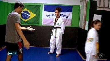 Papo de atleta: Pierre conversa com atleta de Taekwondo do ES - Ela é campeã no esporte.