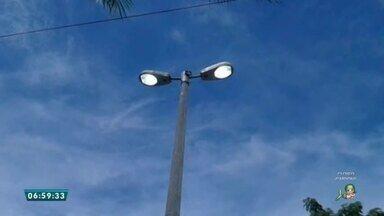 Telespectador denuncia postes de iluminação pública ligados em plena luz do dia na Vil - Saiba mais em g1.com.br/ce