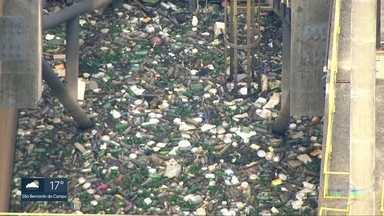 No dia mundial do meio ambiente a ONU faz um alerta sobre o uso excessivo dos plásticos - A Organização das Nações Unidas diz que um milhão de garrafas plásticas são consumidas por minuto no mundo. E que até 2050 pode haver mais plástico que peixes nos oceanos.