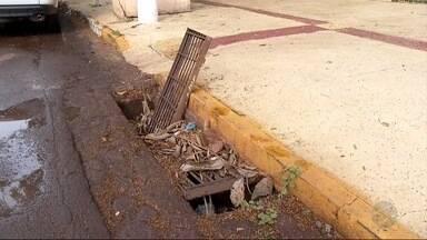 Bueiro incomoda moradores de Dourados - A prefeitura da cidade ainda não deu uma resposta até o fechamento do jornal.