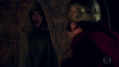 Rodolfo pede ajuda a Timóteo para sair do castelo - Ele promete tentar ajudar o irmão de Afonso