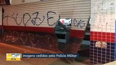 Bandidos levam 58 celulares de loja no Recanto das Emas - Os bandidos derrubaram a porta da loja de eletrodomésticos dando marcha à ré no próprio carro. A polícia investiga se teriam participado de assaltos semelhantes.