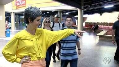 O que as pessoas fazem para economizar dinheiro? - Mônica Carvalho parou um monte de gente nas ruas para fazer essa pergunta.