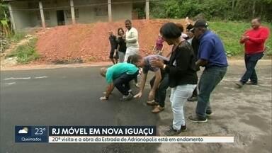 O RJ Móvel foi hoje a Nova Iguaçu - Há cinco anos os moradores chamaram o RJ Móvel pra pedir o asfalto da estrada de Adrianópolis, que liga Nova Iguaçu, Queimados e Japeri. Depois de vinte visitas, a obra começou a andar.