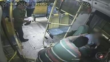 Uma motorista de ônibus foi agredida, em Sumaré - A mulher foi agredida porque teria se atrasado. O agressor é um motorista de van.