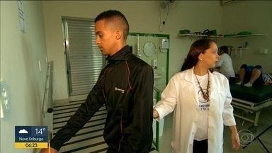 Feijoada pela reabilitação - Moradores do Complexo do Alemão se juntam pra arrecadar dinheiro pra clínica que atende de graça pacientes da comunidade.