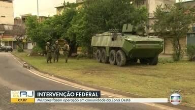Mais um dia de operação em comunidade da Zona Oeste - Militares fazem ação pelo segundo dia seguido.