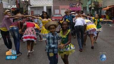 São João: comunidade monta quadrilha na Boca do Rio - Conheça a iniciativa que reúne crianças e adolescentes.