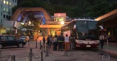 Violência no Rio não dá trégua: tiroteio fecha bondinho do Pão de Açúcar - Confronto entre policiais e traficantes que fugiam do Morro da Nabilônia, no bairro vizinho do Leme, teve intenso tiroteio.