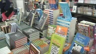 Joinville promove 15ª edição da Feira do Livro; confira a programação - Joinville promove 15ª edição da Feira do Livro; confira a programação