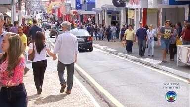 Comércio de Marília funciona em horário especial para o Dia dos Namorados - Nesta terça-feiram 12 de junho, é comemorado o Dia dos Namorados. E para aproveitar a data, o comércio de Marília atendem em horário especial para os apaixonados.