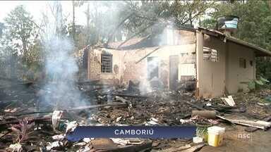 Giro de notícias: mulher é presa suspeita de botar fogo na casa de padre em Camboriú - Giro de notícias: mulher é presa suspeita de botar fogo na casa de padre em Camboriú