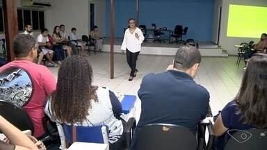 Grupos candidatos para adoção de crianças passa por curso preparatório na Serra, ES - Atualmente, 900 pessoas estão habilitadas para serem pais adotivos, no ES.