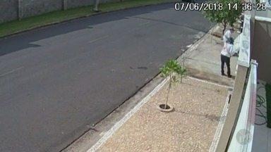 Câmeras de segurança flagram furto em casa de Jaguariúna - Imagens foram divulgadas neste sábado (9).