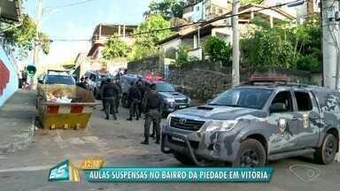 Morro da Piedade tem noite de tiroteio e violência, em Vitória - Criminosos mataram um homem de 26 anos na manhã do sábado (9); polícia acredita em acerto de contas. Durante a noite, um tiroteio aconteceu no bairro.