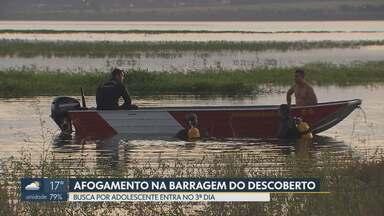 Bombeiros retomam buscas de jovem afogado na Barragem do Descoberto - Adolescente de 16 anos jogava futebol às margens da represa, segundo os bombeiros. Buscas começaram no final de semana.