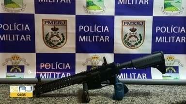 Tiroteio em operação da PM no Itanhangá deixa um bandido morto - Uma operação da Polícia Militar terminou em tiroteio e não deixou ninguém dormir durante a madrugada desta quarta-feira (13), no Itanhangá. Um suspeito morreu.