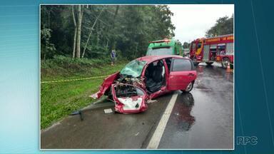 Uma pessoa morreu e quatro ficam feridas em acidente na BR-373 - Dois carros bateram de frente.