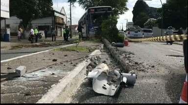 Motorista de ônibus passa mal e causa acidente em João Pessoa - Acidente foi na avenida Cruz das Armas.