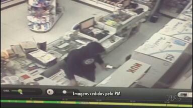 Câmeras de segurança registram assalto em farmácia de Cambé - O assaltante levou o dinheiro do caixa e o celular de uma funcionária.