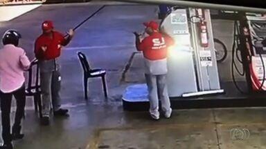 Donos de postos de combustível relatam falta de segurança em Goiânia - Empresário contou que pensa em passar o ponto por causa de quantidade de assaltos.