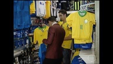 Procura por artigos da seleção brasileira cresce na véspera da Copa do Mundo - Mundial começa nesta quinta-feira (14).