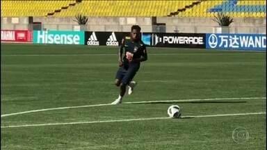 Seleção brasileira vive expectativa de ter todos os 23 treinando juntos - Fred já bateu bola em separado e pode participar do treino da tarde. Chineses acompanham treinos, de olho nos ídolos Paulinho e Renato Augusto