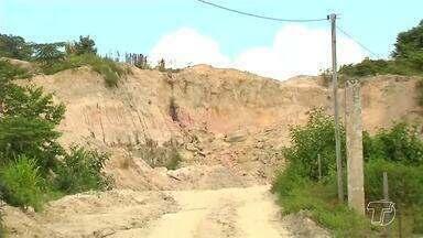 Moradores do bairro Vigia denunciam extração ilegal de matéria prima para olarias - Atividade tem sido contínua e causa problemas sérios ao meio ambiente.