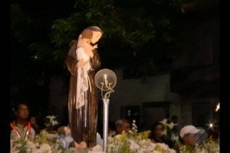 Devotos de Santo Antônio lotaram a igreja dos capuchinhos - Uma tradição de mais de 60 anos.