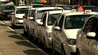 Equipes de fiscalizações de trânsito reforçam autuações em Maceió - Táxis irregulares ou clandestinos e veículos a gás ou com pendências de vistoria também estão na mira dos fiscais.