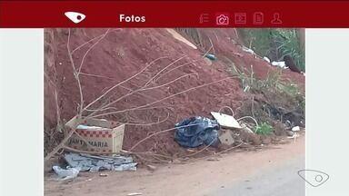 Moradores reclamam de entulho em rua de Cachoeiro, ES - Prefeitura deu novo prazo para que a limpeza seja feita.
