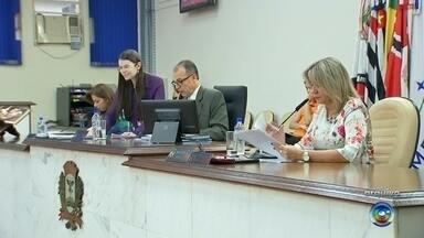 Prazo para entrega de relatório da CEI da Emurb termina nesta quinta-feira em Rio Preto - Termina nesta quinta-feira (14) o prazo para entrega do relatório da Comissão Especial de Inquérito (CEI) da Emurb relacionados ao aplicativo da Área Azul digital de São José do Rio Preto (SP).