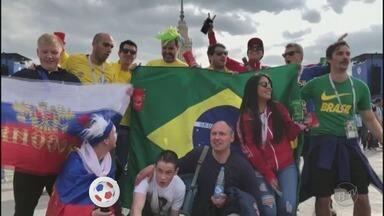 Torcida brasileira faz a festa na abertura da Copa do Mundo na Rússia - Quem não tinha ingresso para o estádio acompanhou o jogo de abertura em um espaço exclusivo montado pela FIFA.