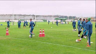 Coritiba deve enfrentar o Figueirense com algumas baixas - O Coxa treinou na manhã desta sexta-feira (15).
