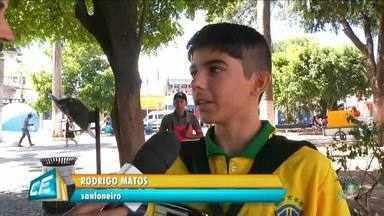 Adolescente de 15 anos compõe música para a copa na sanfona - Saiba mais em g1.com.br/ce