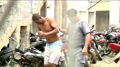 Homem é preso, suspeito de matar a mulher e ferir a cunhada a facadas no ES - Crime aconteceu em Colatina.