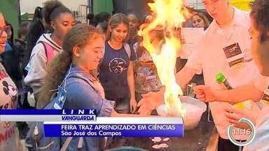 Feira traz aprendizado de ciências em escola de São José - Alunos participam de várias experiências na feira.