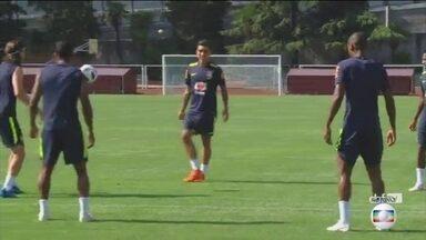 Seleção brasileira viaja para a cidade de Rostov, onde joga contra a Suíça - Mais cedo, o técnico Tite fez um treino, pela primeira vez, com os 23 jogadores juntos.