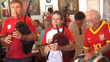 Decendentes da Peníssula Ibérica comemoram partida da Copa do Mundo em Salvador - O jogo apertado com seis gols, teve destaque do jogador Cristiano Ronaldo.